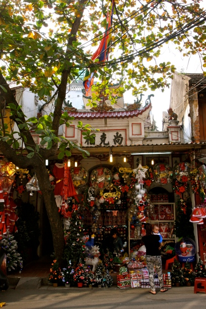A temple doubling as a Christmas shop