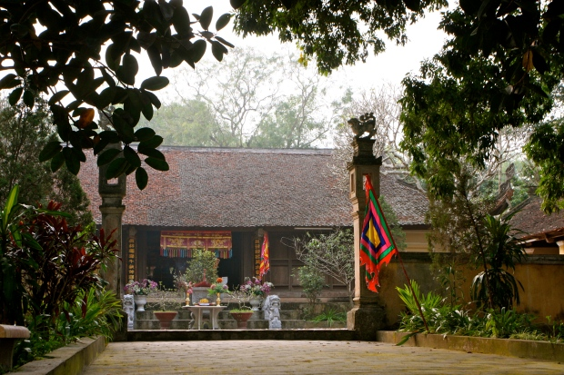 King Phung Hung's memorial in a Dinh