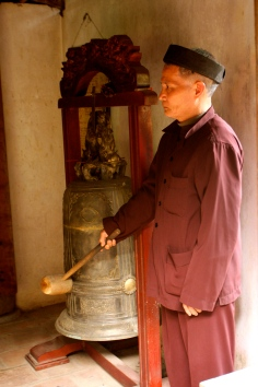 Ringing a bell at the memorial to Emperor Ngo Quyen